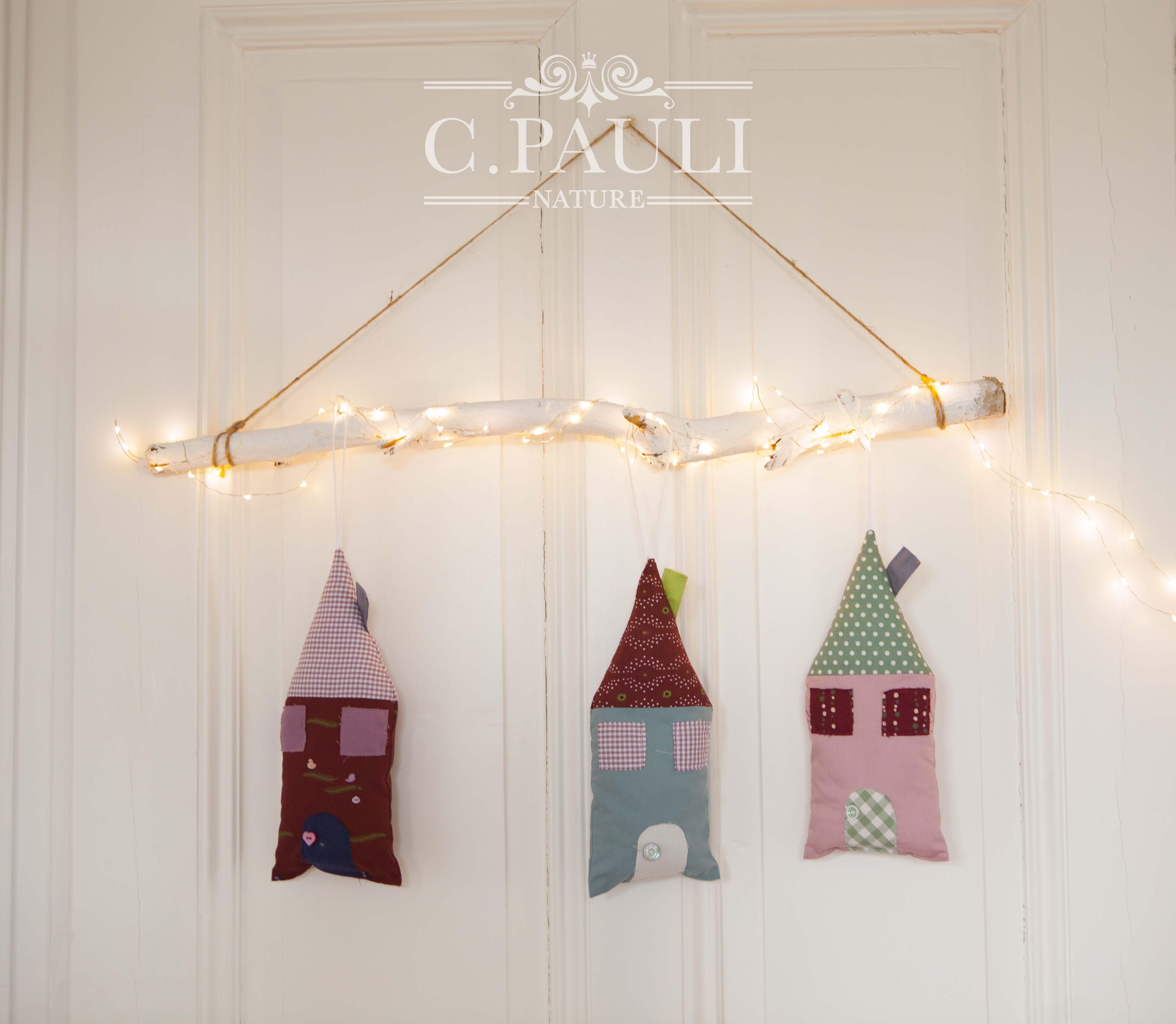 Heute Zeigen Wir Euch Diese Süßen Deko Häuschen, Mit Denen Ihr Die  Adventszeit Verschönern Könnt. Dank Unseren Weihnachtsstoffen, Wie Zum  Beispiel Der ...